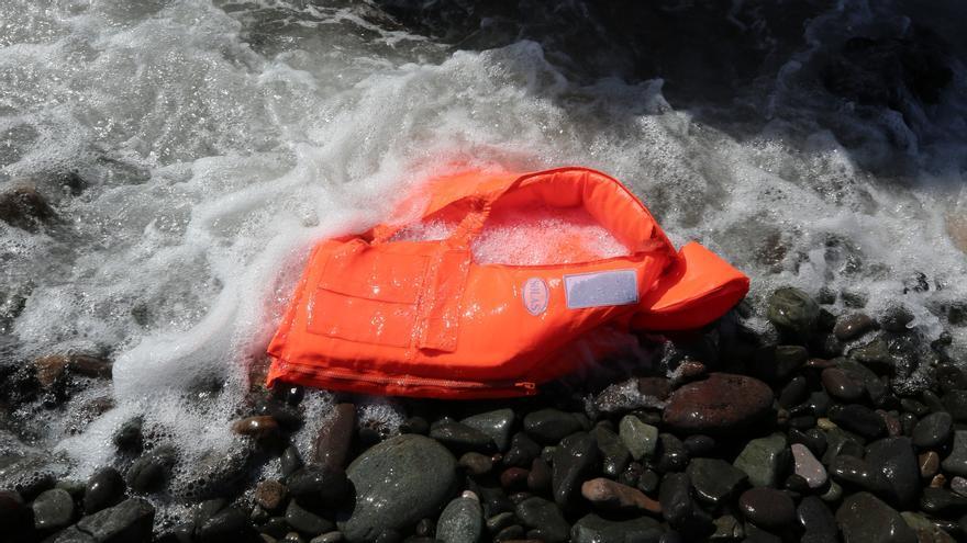 Rescatados 39 migrantes que iban a Canarias en un cayuco que volcó al chocar con una patrullera de las autoridades senegalesas