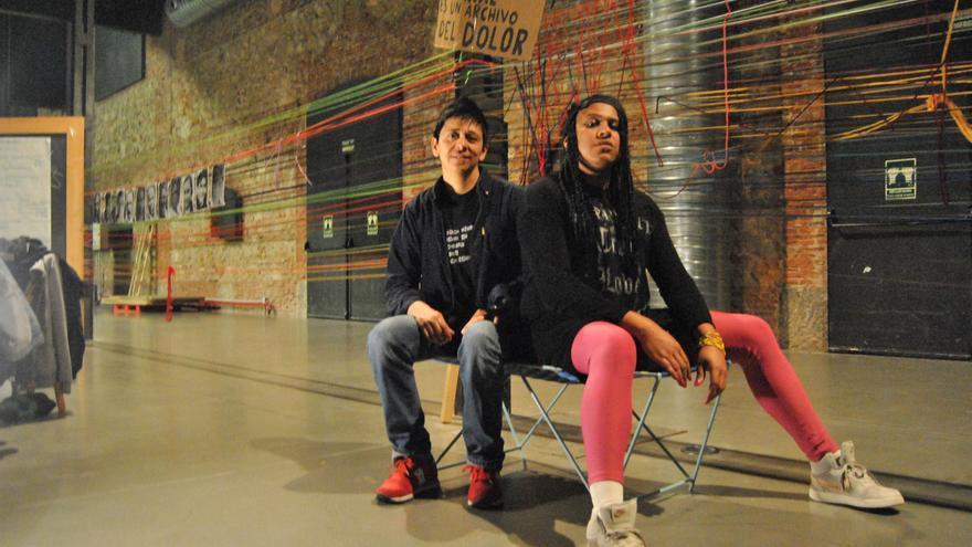 Alex Aguirre (izquierda) y Yos Piña (derecha) activistas de Migrantes Trangresorxs.