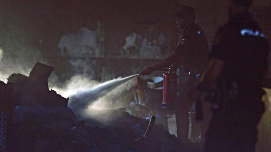Hallan un cadáver en una casa que se ha incendiado en Sevilla