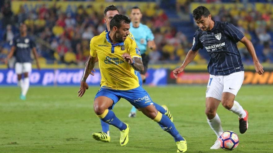 Imagen del encuentro entre la UD Las Palmas y el Málaga CF. (Alejandro Ramos).