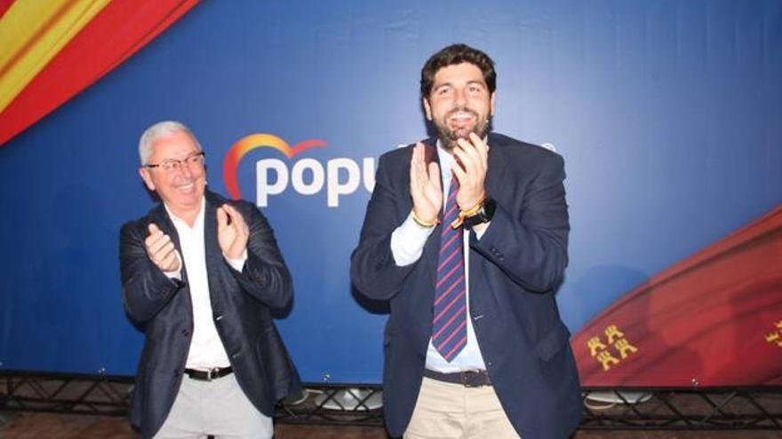 Francisco Alcón, candidato del PP a la alcaldía de Librilla, y el presidente de Murcia, Fernando López Miras