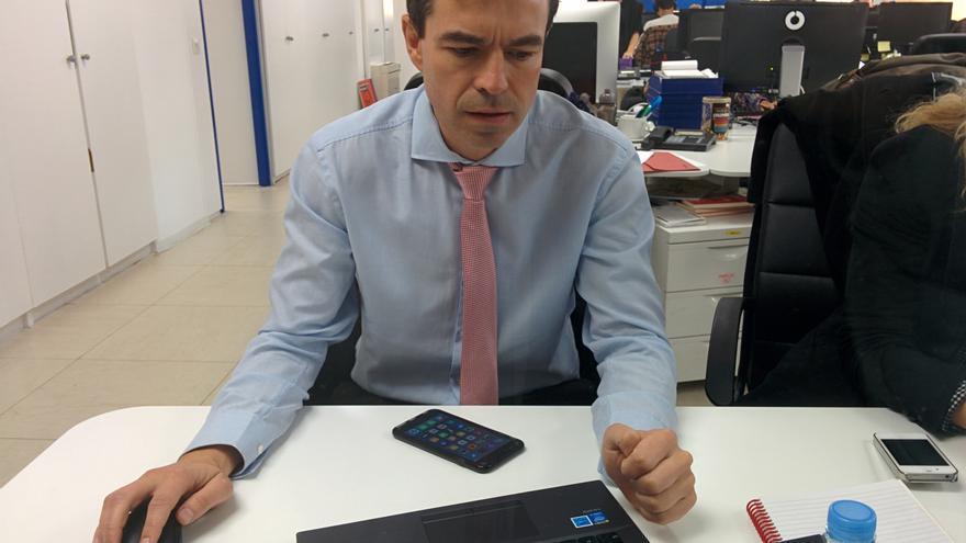Andrés Herzog participa en el Pregúntame en la redacción de eldiario.es