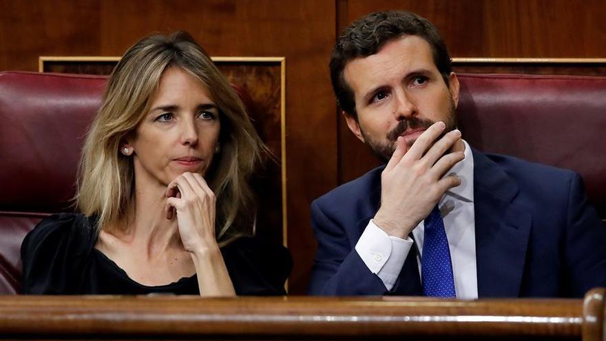 El líder del PP, Pablo Casado, y la portavoz de la formación, Cayetana Álvarez de Toledo, durante la segunda votación de investidura de Pedro Sánchez