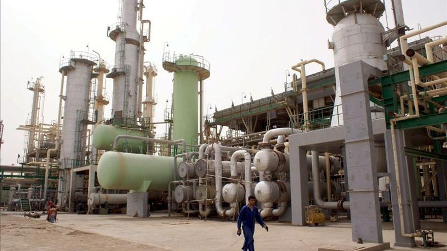 El crudo de la OPEP cae a menos de 38 dólares por primera vez desde 2008