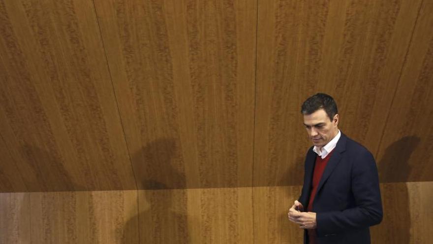 Sánchez se reúne con sindicatos y empresarios para explicarles sus propuestas