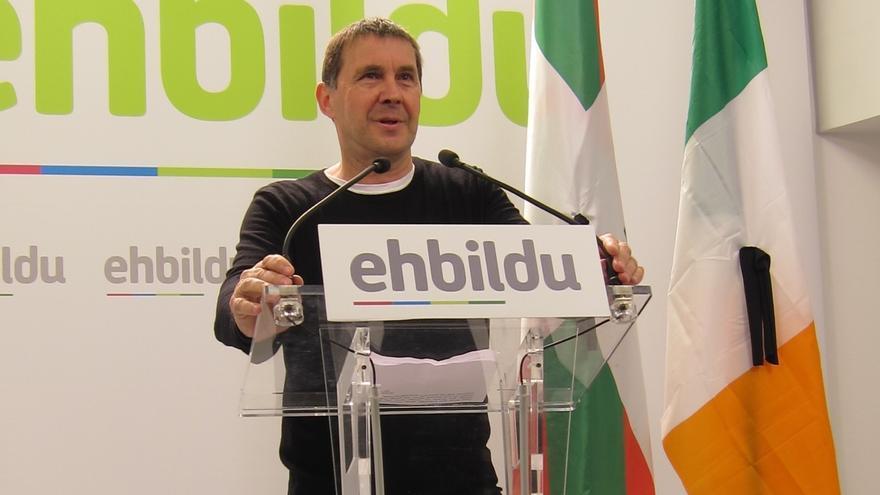 """Otegi dice que el Gobierno galo """"ha acreditado"""" que ETA ha entregado las armas inventariadas y el desarme es integral"""
