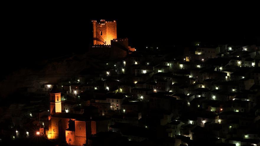 Imagen nocturna de Alcalá del Júcar (Albacete)