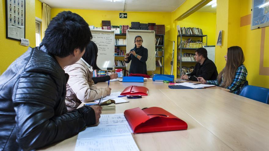 El centro de refugiados acoge a personas de más de una docena de nacionalidades.  JOAQUÍN GÓMEZ SASTRE