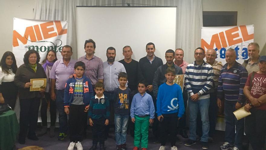 Imagen de los ganadores en los diferentes concursos junto a las autoridades.