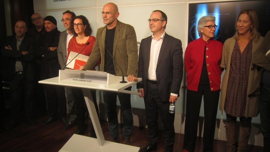 """Junts pel Sí mantiene a Mas como candidato a presidente y pide a la CUP """"voluntad"""" de pactar"""