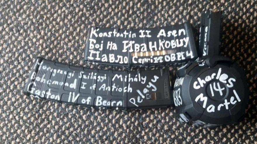 Inscripciones que llevaban los terroristas en Nueva Zelanda.
