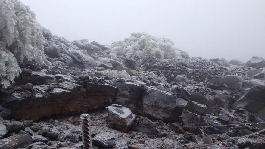 Zona congelada, este virnes, en La Palma, cerca del Pico de La Cruz. Foto: ÁNGEL PALOMARES.