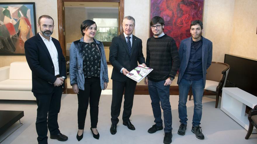 Una delegación de Elkarrekin Podemos, con el lehendakari en 2018