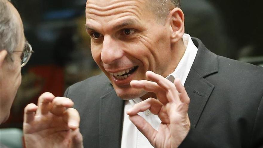 """Varufakis dice que """"lo que hacen con Grecia tiene un nombre: terrorismo"""""""