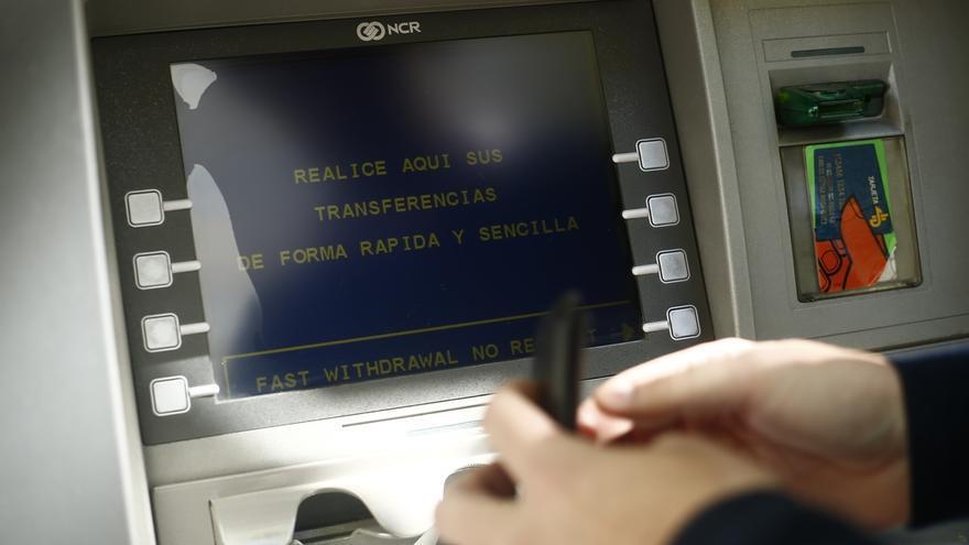 """Los bancos con mayor presencia en Cataluña hablan de """"normalidad"""" tras la llamada a retirar efectivo"""