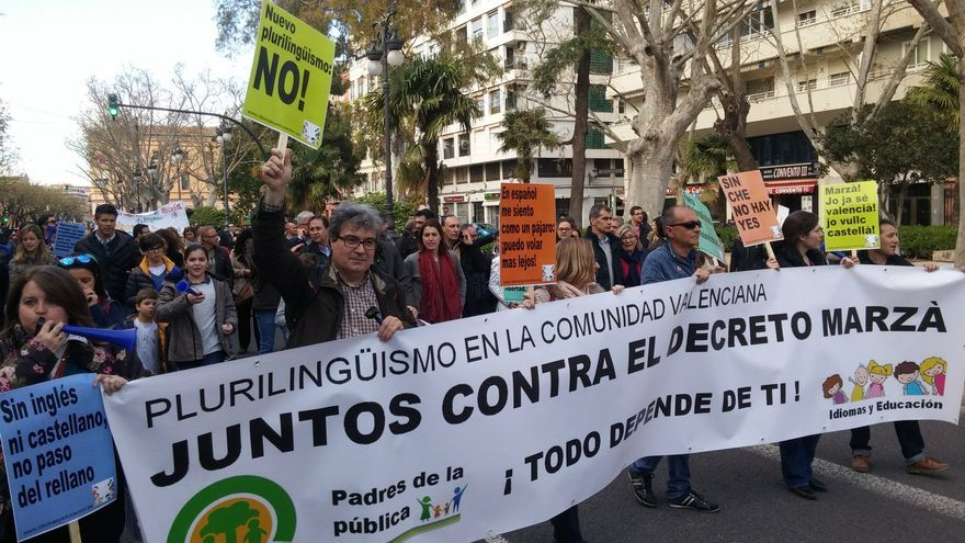 Manifestación en Valencia contra el decreto de plurilingüismo.