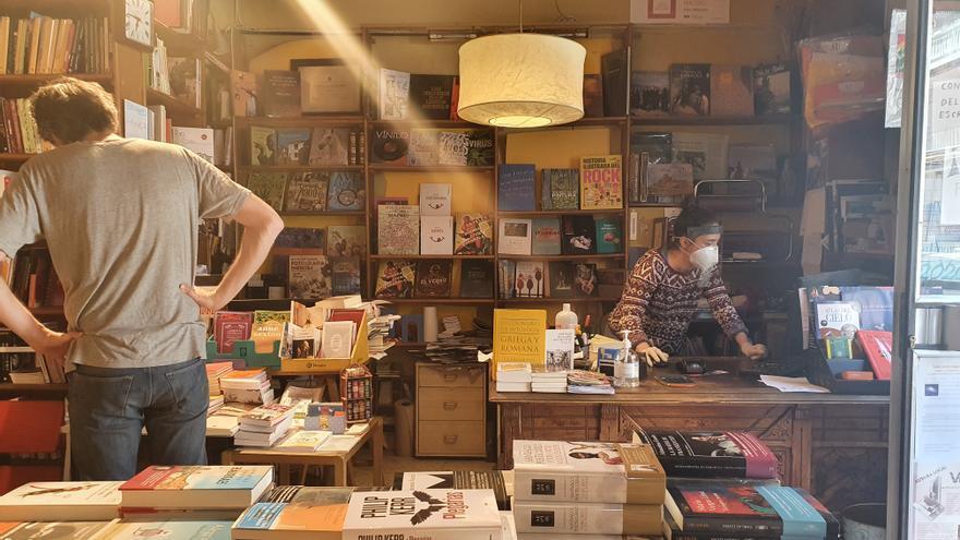 Interior de la librería El Buscón, en el barrio de Prosperidad