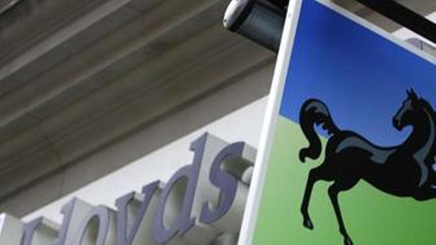 Los cinco mayores bancos de Reino Unido limitarán los bonus a sus directivos