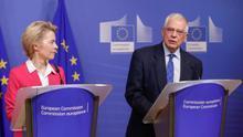 La presidenta de la Comisión Europea (CE), Ursula von der Leyen (i), y el alto representante de la UE para la Política Exterior, Josep Borrell (d).