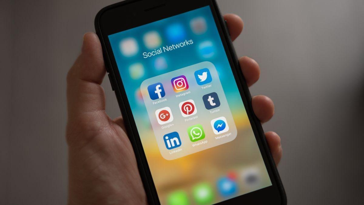 Aplicaciones de redes sociales en un teléfono móvil
