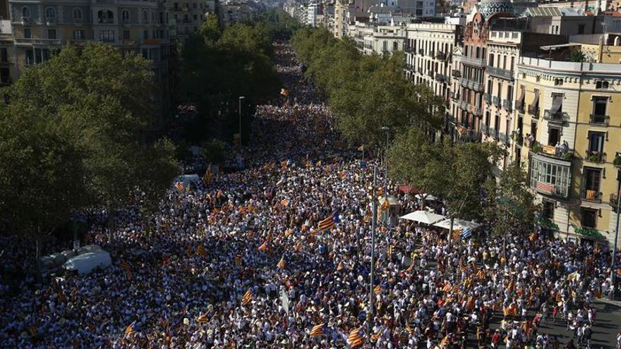 Miles de personas se manifiestan en Cataluña a favor de la independencia