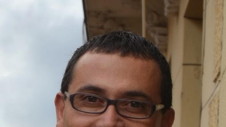 El precandidato a las primarias del PSM Carlos Morales