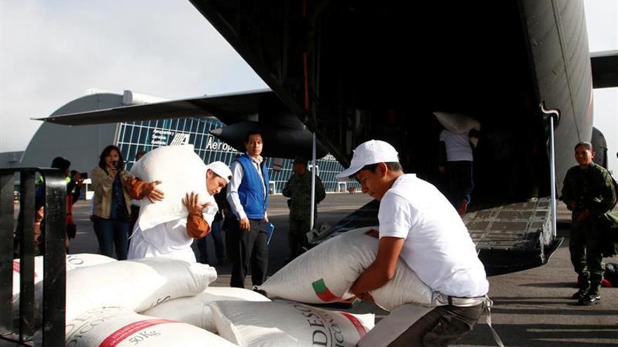 Llega a Oaxaca el primer avión con alimentos para paliar las carencias causadas por las protestas