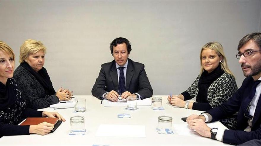 El PP se reúne con las víctimas y garantiza que seguirá trabajando por ellas
