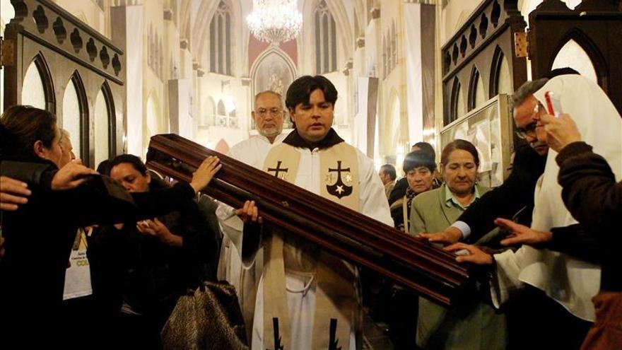 El bastón de Santa Teresa llega a Colombia dentro de su peregrinación mundial