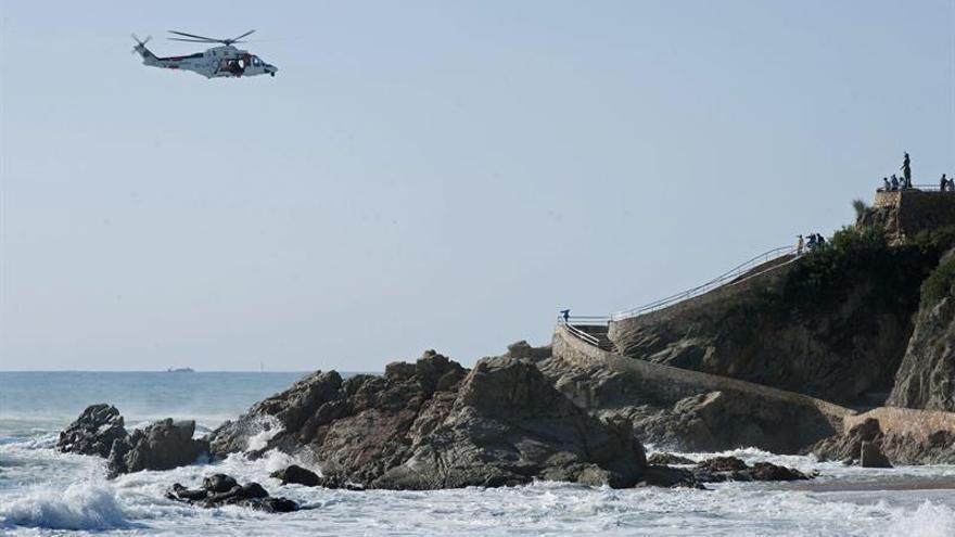 Rescatan a los dos ocupantes de un velero a la deriva en aguas del Estrecho