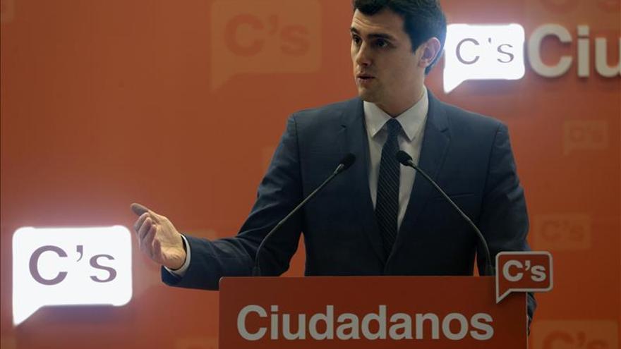 Rivera propone a Rajoy y Sánchez empezar a negociar un acuerdo de legislatura