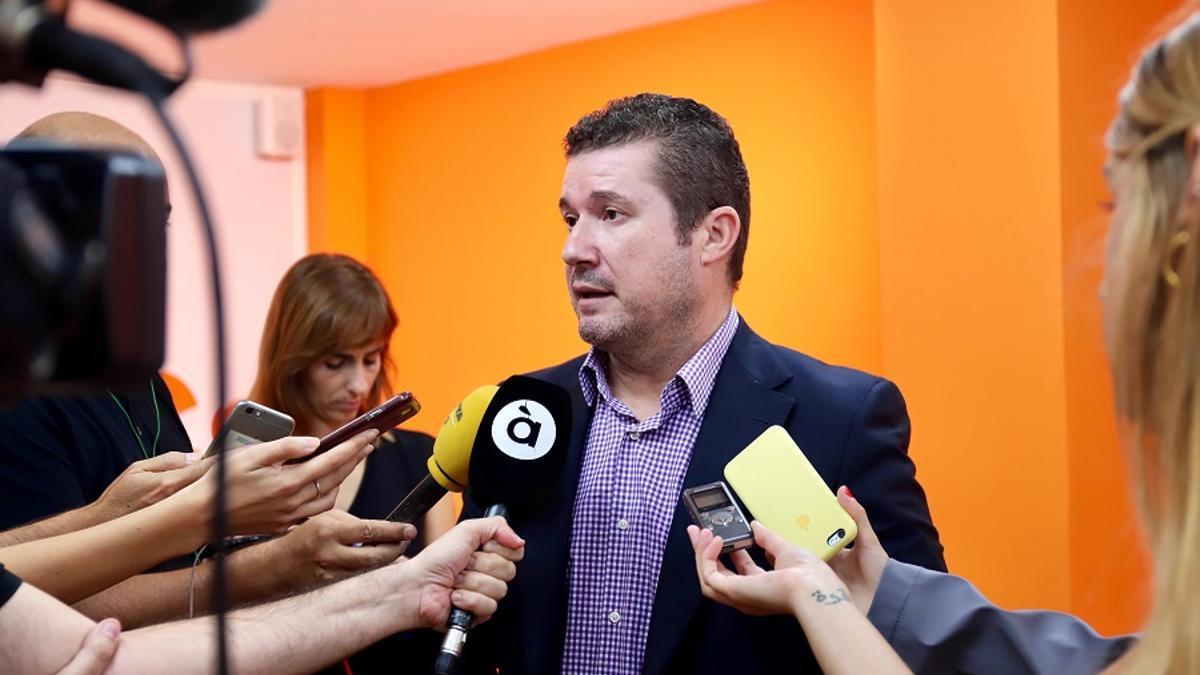 Emilio Argüeso en la sede de Ciudadanos en Valencia.