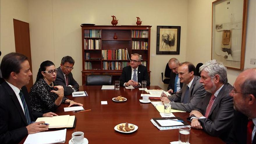 """México y España trabajarán en favor de un """"mayor acercamiento"""" bilateral"""