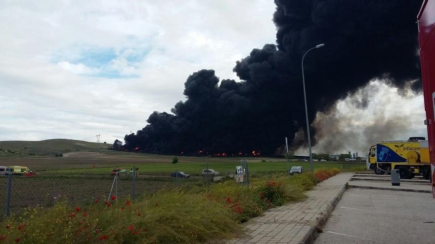 La Policía Judicial de Valdemoro instruye la investigación del incendio del cementerio de neumáticos
