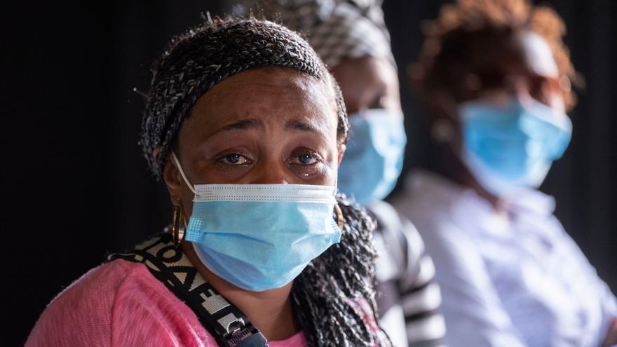 """Las mujeres migrantes separadas de sus hijos en Canarias: """"Los niños no comen y enferman porque sus madres no están"""""""
