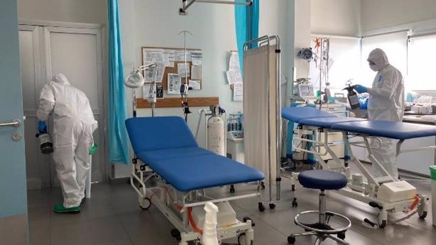 Militares del Mando de Canarias desinfectan los centros de salud de Lanzarote para luchar contra la COVID-19