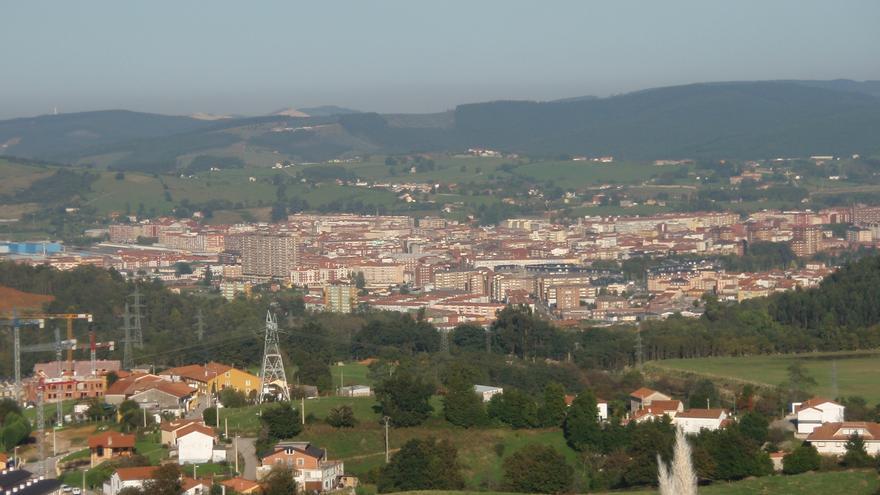 Vista área de Torrelavega desde el Parque Empresarial Besaya.