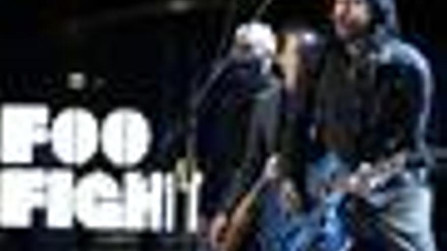 Foo Fighters celebra sus 15 años con un grandes éxitos y concierto en Facebook