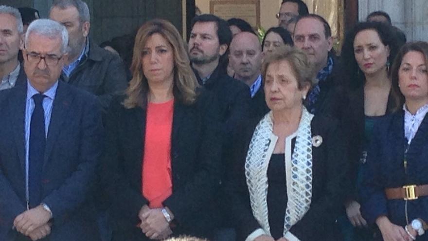 Susana Díaz guarda un minuto de silencio en San Telmo, junto a cargos y trabajadores de la Junta