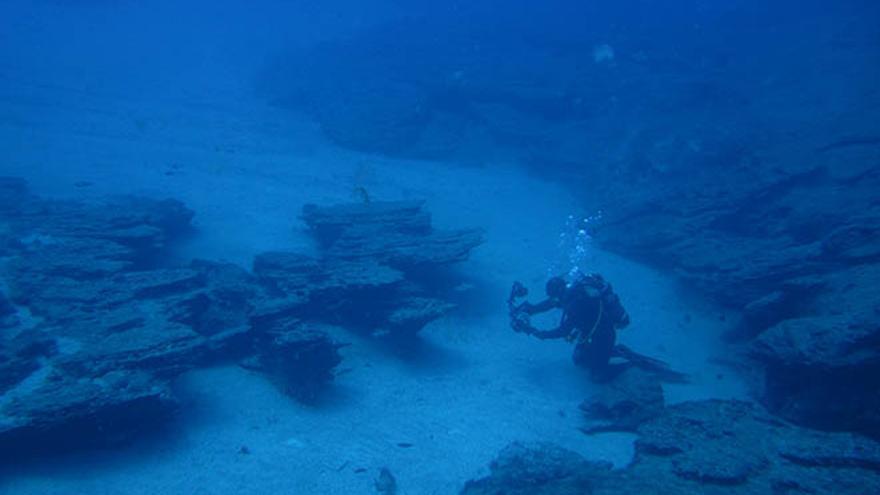 Inmersión en la zona de Puerto Viejo (Alegranza, Archipiélago Chinijo). Fuente: Instituto Geológico y Minero de España (IGME).