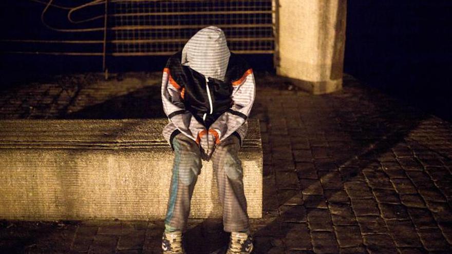 Imagen de archivo de un menor migrante en situación de calle en Melilla. //FOTO: Robert Bonet