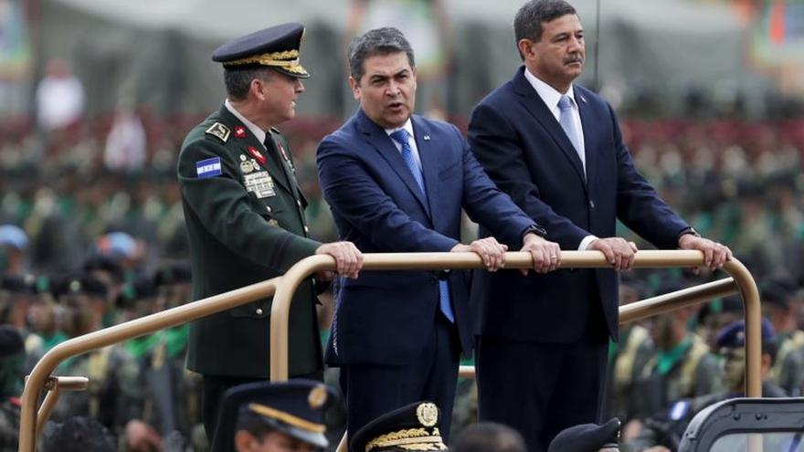 El presidente hondureño dice que en enero decidirá renovación de misión de OEA