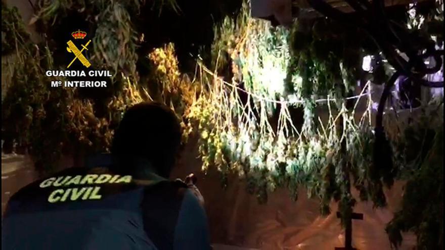 Cuatro detenidos al desmantelar un punto de venta de droga en una vivienda frente a un instituto de Secundaria