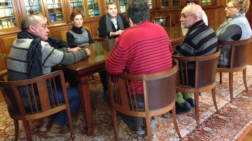 Garitano recibe a las familias de los presos de ETA de Sevilla II, que ya han abandonado la huelga de hambre