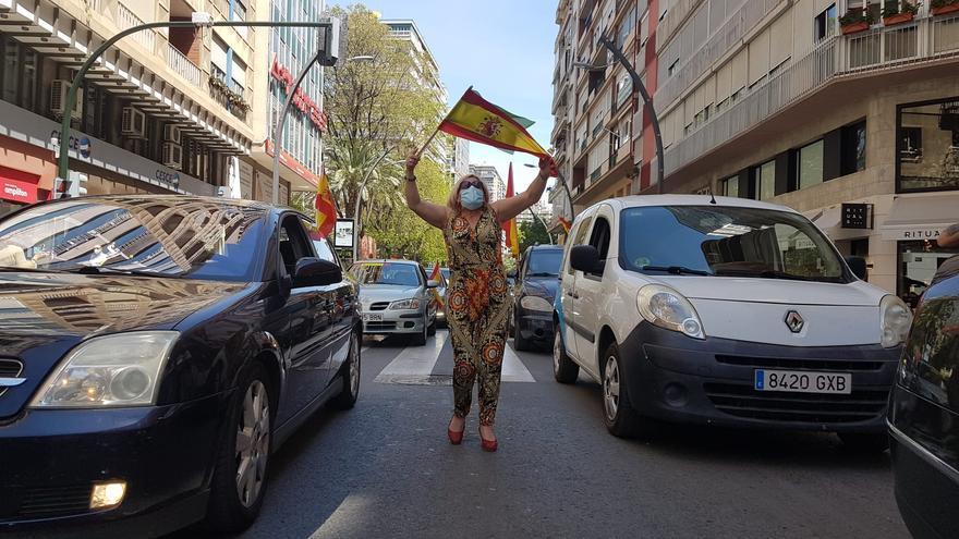 Una mujer durante la manifestación en la capital murciana