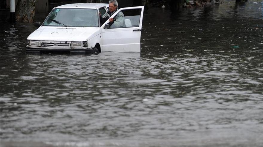 Cinco muertos, cuatro desaparecidos y mil evacuados por las lluvias en Argentina