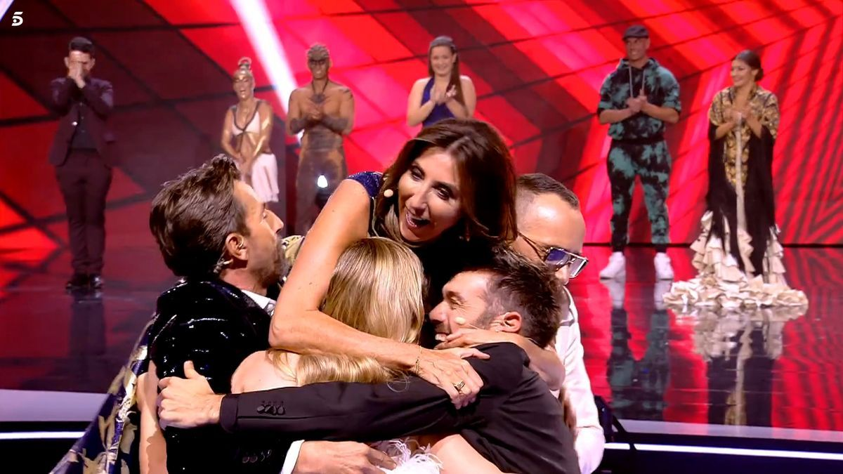 El equipo de 'Got Talent' se abraza en la gala final del concurso