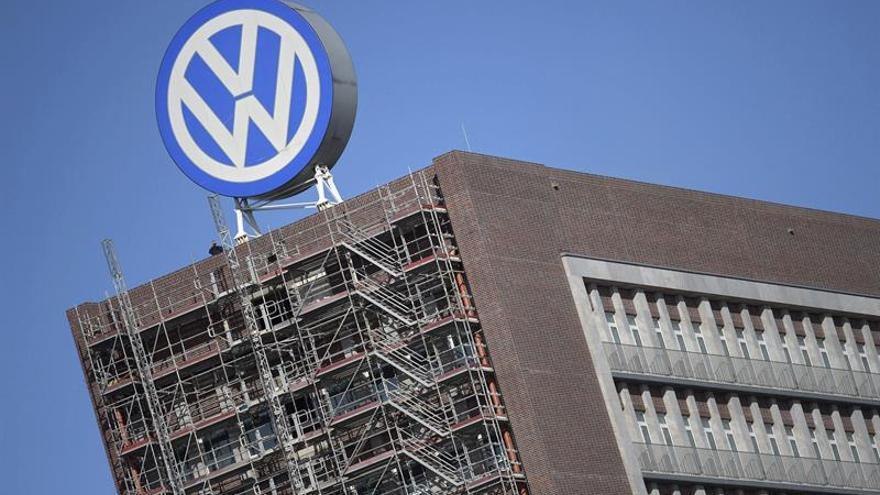 Italia multa a Volkswagen con cinco millones de euros por motores trucados