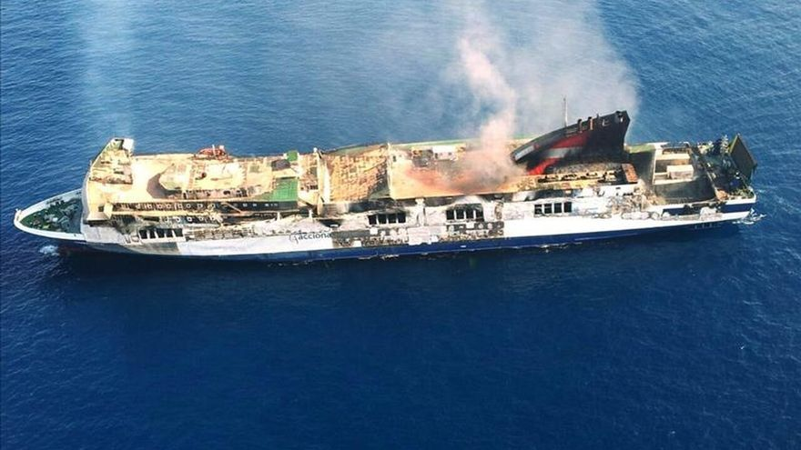 El ferry incendiado en Mallorca podría llegar esta tarde al Puerto de Sagunto