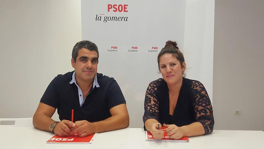 El alcalde de Valle Gran Rey Cristopher Marrero, y a la concejala de Bienestar Social, Festejos y Juventud, Sabina Rodríguez.